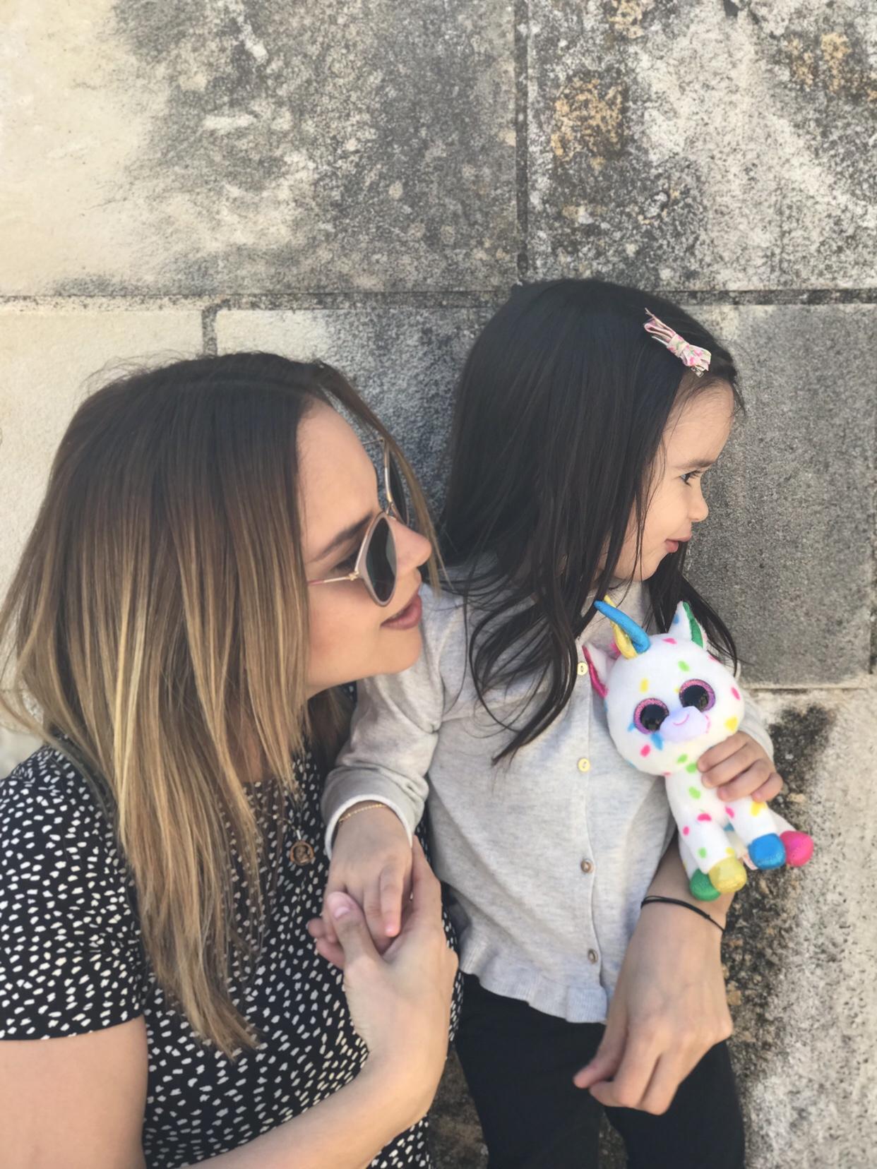 Ainara y mami